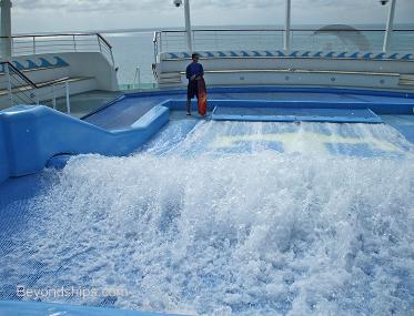 cruise ship Independence of the Seas Flow Rider