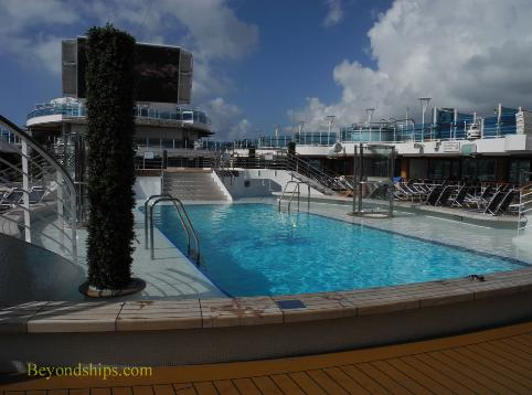 Fountain pool, cruise ship Regal Princess