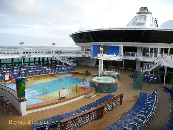 Brilliance of the Seas pool area