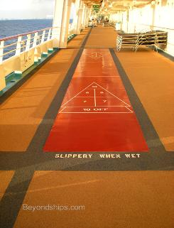 Shuffleboard cruise ship Independence of the Seas