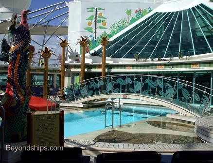 cruise ship Independence of the Seas Solarium