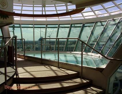 cruise ship Independence of the Seas hot tub