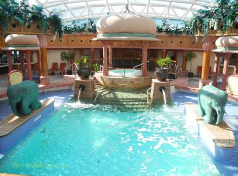 Royal Caribbean cruise ship Brilliance of the Seas solarium pool