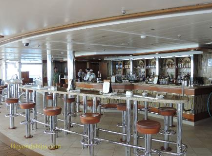 Royal Princess cruise ship, Outrigger Bar