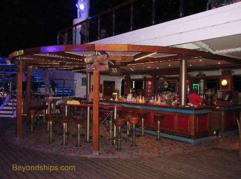 Cruise ship Carnival Conquest bar