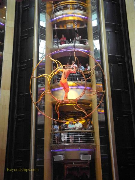 Grandeur of the Seas Centrum show