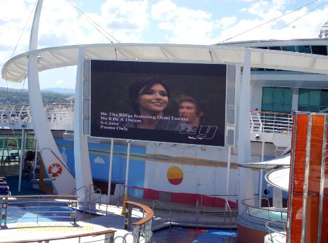 cruise ship Independence of the Seas Big Screen