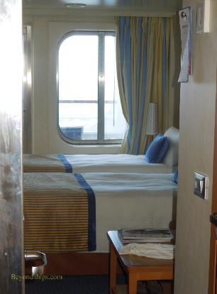 Carnival Breeze cruise ship cabin