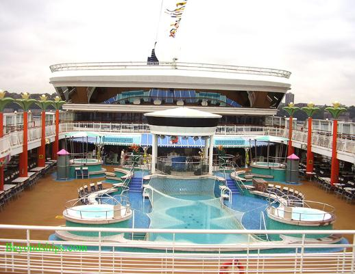 Norwegian Dawn pool area